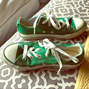 Converse in kelly green. GUC. Size 13 kids